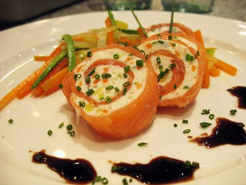 Ricetta Salmone Norvegese Affumicato.Ricetta Rotolo Di Salmone Affumicato Con Ricotta E Verdure In Agrodolce