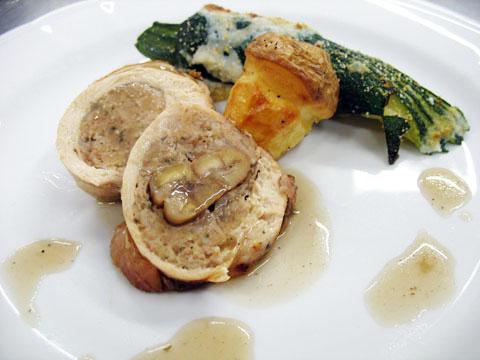 Ricetta Faraona farcita alle castagne con patate funghetto e ventaglio di zucchine
