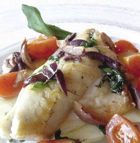 ricetta filetti di branzino con pomodori e olive - Come Cucinare I Filetti Di Branzino