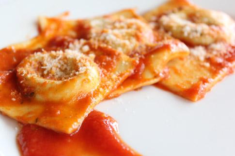 Ricetta Ravioli Con Ricotta.Ricetta Ravioli Ricotta E Spinaci Al Pomodoro